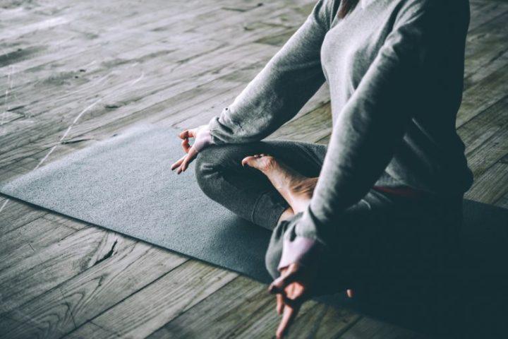 10 poses de yoga para calmar laansiedad