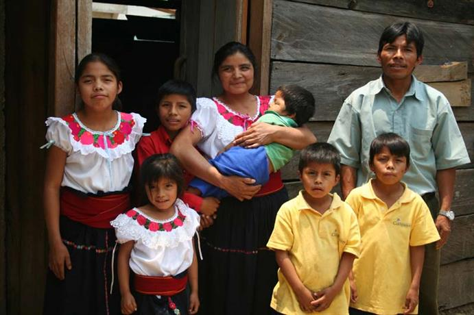 Mexico-family-outside-home_67764_691x460